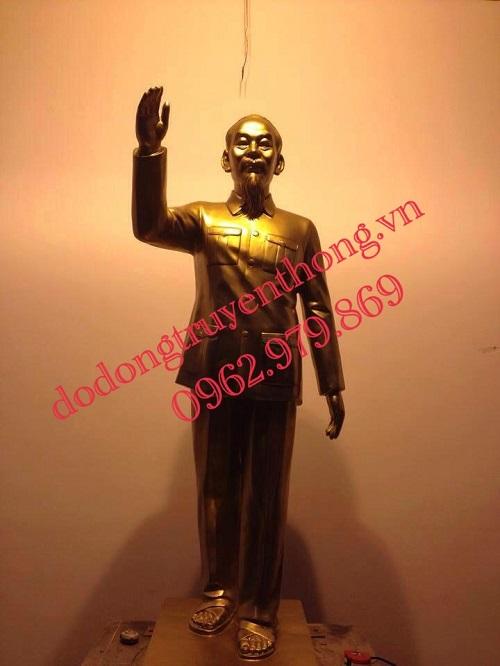 Đúc tượng đồng bác hồ vẫy tay chào cao 1,8m Dáng chuẩn