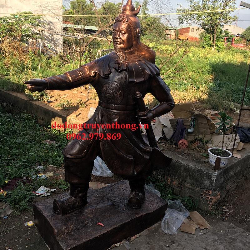 Đúc tượng Trần Hưng Đạo cao 2m bằng đồng vàng