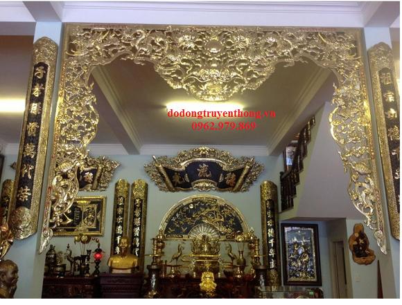 Án gian cửa võng bằng đồng trang trí nhà thờ Họ