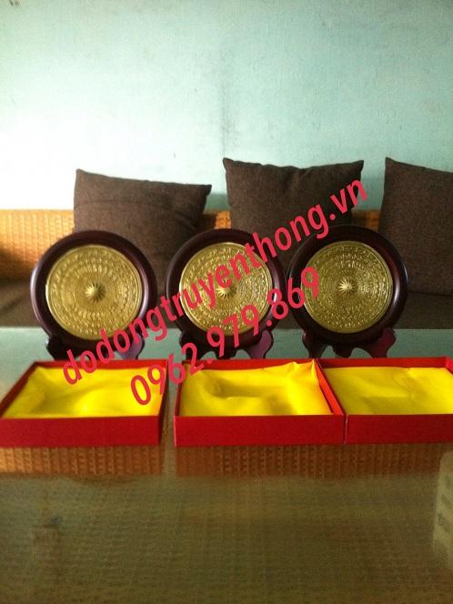Đĩa mặt trống đồng để bàn tặng khách hàng
